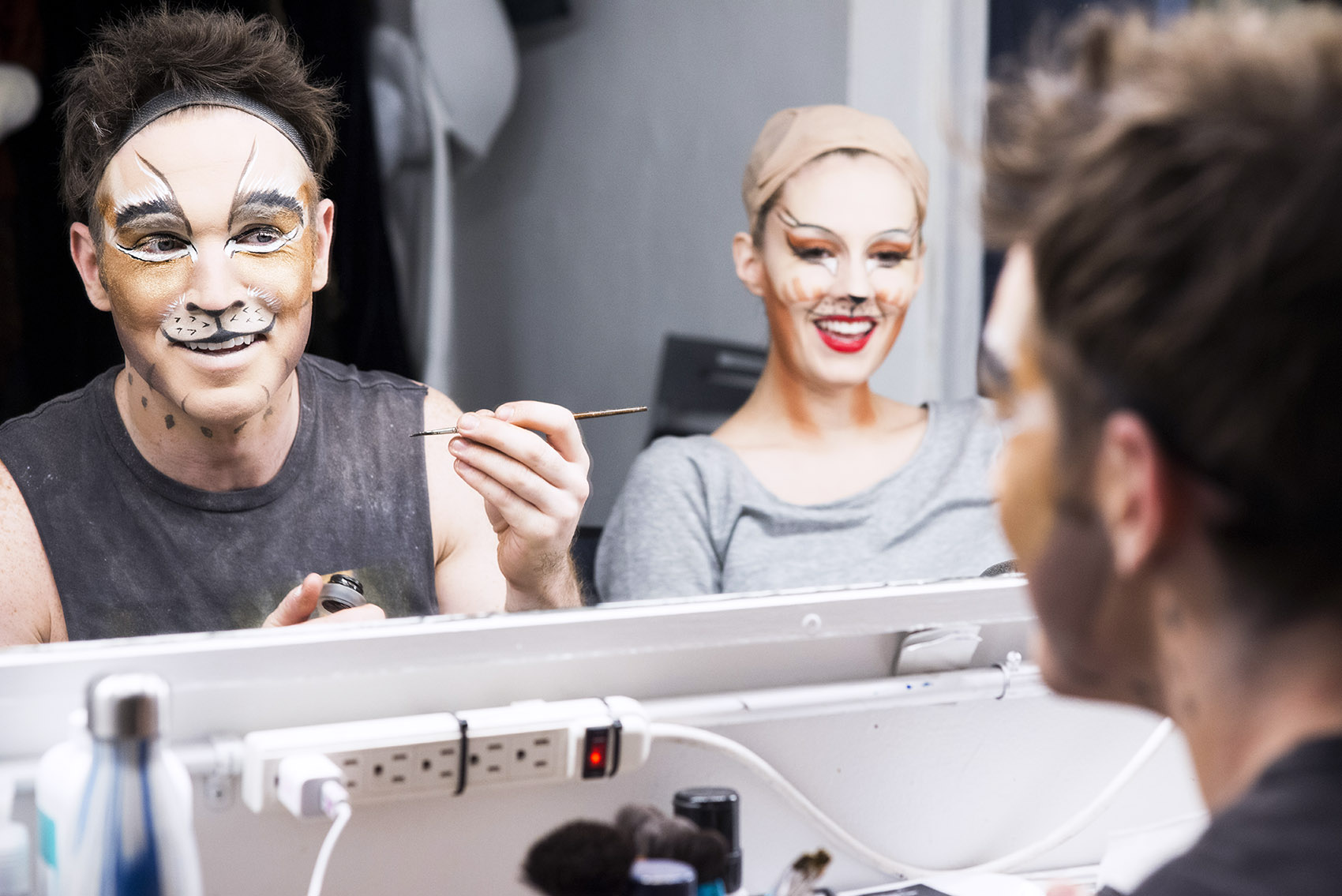 89c73b73b15 How to Paint Your Jellicle Face—Makeup Lessons from Broadway's Actual Cats